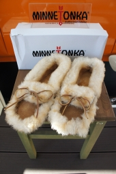 【LADY'S ITEM】 MINNETONKA 3401S ULTIMATE SHEEPSKIN SLIPPER (TAN)