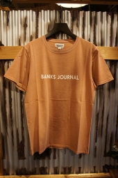 BANKS JOURNAL LABEL TEE SHIRT (FADED PEACH)
