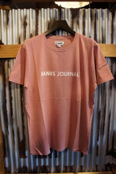 BANKS JOURNAL LABEL TEE SHIRT (ASH ROSE)