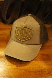 DEUS EX MACHINA Shield Trucker (SAFARI)