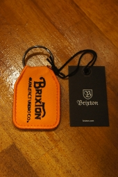 BRIXTON TRIBUTE KEY CHAIN (ORANGE)