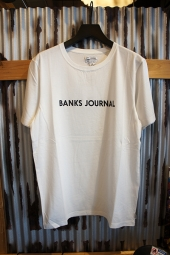 BANKS JOURNAL LABEL STAPLE TEE SHIRT (OFF WHITE)